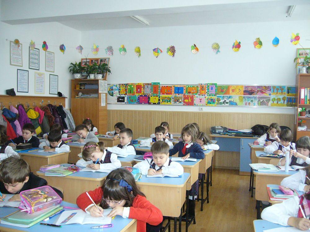 eleviz in sala de clasa